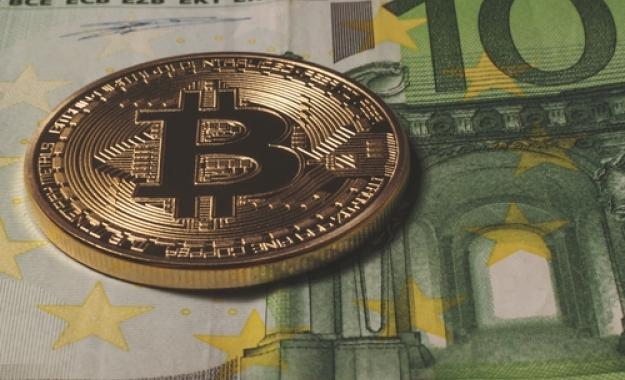 Σε τι διαφέρει η επεξεργασία των πληρωμών με το Bitcoin από τα μετρητά και τις τράπεζες;