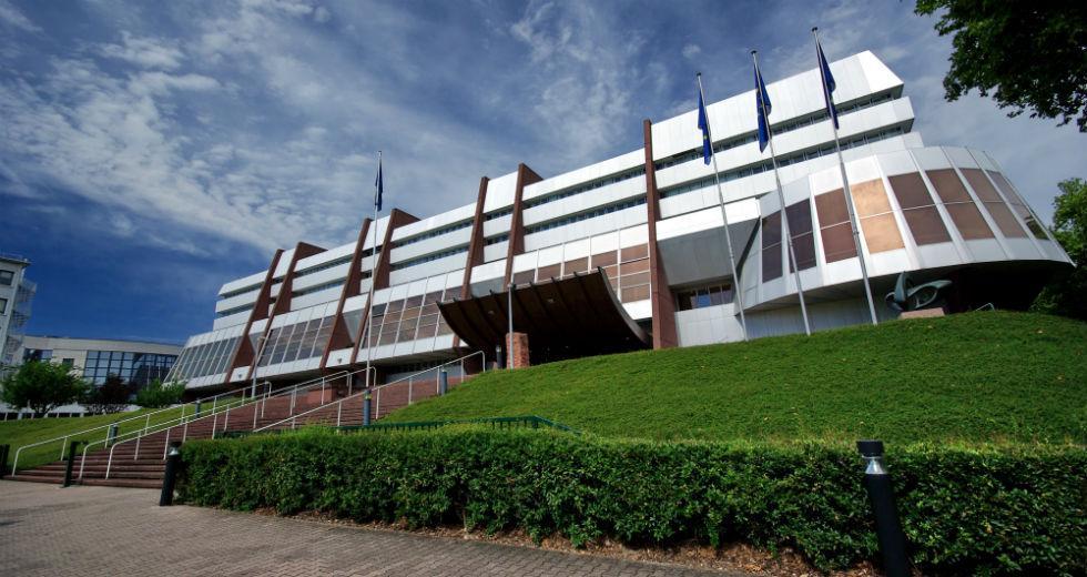Το Συμβούλιο της Ευρώπης δίνει ξανά δικαίωμα ψήφου στη Ρωσία